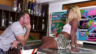 Horny black nympho Harmonie Marquise seduces dude in the proscribe to be fucked