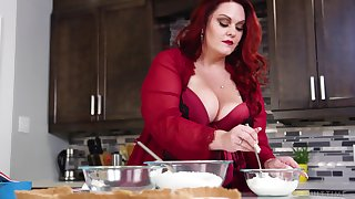 Mouthwatering BBW Alexa Grey is making reverence with her pinch pennies on the scullery table